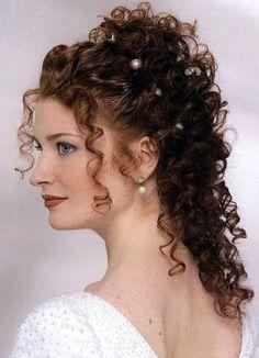 Resultado de imagem para penteado para debutante cabelo cacheado