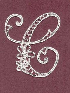 Lettre en bayeux Bobbin Lace Patterns, Lace Heart, Lace Jewelry, Crewel Embroidery, Lace Making, Thread Crochet, Irish Crochet, Lace Detail, Tatting
