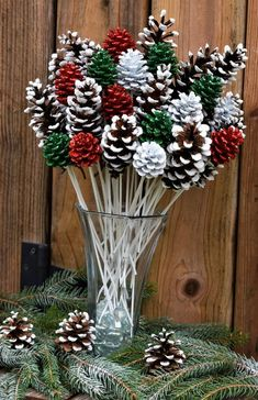 Handmade Christmas Decorations, Christmas Ornament Crafts, Christmas Centerpieces, Christmas Projects, Holiday Crafts, Thanksgiving Crafts, Xmas Decorations To Make, Pine Cone Decorations, Christmas Pine Cones