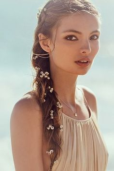 NWT Free People Floral Hair Clip White flowers on one strand with black hair clip. Great for braids! Generous discount with bundle. Hairstyles Haircuts, Wedding Hairstyles, Elegant Hairstyles, Loose Side Braids, Whimsical Hair, Flower Hair Accessories, Fashion Accessories, Floral Hair, Flowers In Hair
