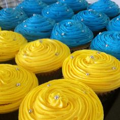 Yellow and blue vanilla cupcakes