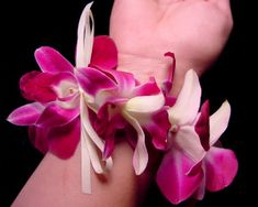 how to make a basic fresh orchid lei Hawaiian Crafts, Hawaiian Luau Party, Hawaiian Art, Hawaiian Leis, How To Make Leis, Homemade Crafts, Diy Crafts, Orchid Lei, Flower Lei
