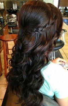 cabello suelto con trenza