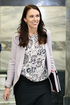 Jacinda Ardern.. #stylethebump #chicbump #dressingthebump #primeminister #NZprimeminister #JacindaArdern #primeministerbaby Moving To New Zealand, Pencil Skirt Outfits, Who Runs The World, Justin Trudeau, Successful Women, Prime Minister, Enemies, Happy Life, Role Models
