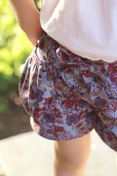 Bubble Pocket Shorts Cuteness - girl. Love the fabirc too! Inspired. #SewforGirls