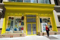 Kate Spade is so cool. -Kate Spade interactive pop up window Retail Windows, Store Windows, Retail Technology, Pop Up Window, Saturdays Nyc, Kate Spade Saturday, Retail Space, Mellow Yellow, Pop Up Stores