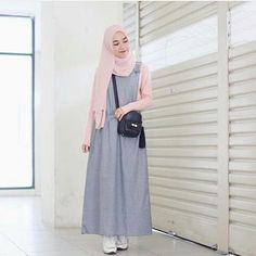 Super cute look Modern Hijab Fashion, Street Hijab Fashion, Hijab Fashion Inspiration, Muslim Fashion, Fashion Outfits, Geek Fashion, Casual Hijab Outfit, Hijab Chic, Hijab Dress