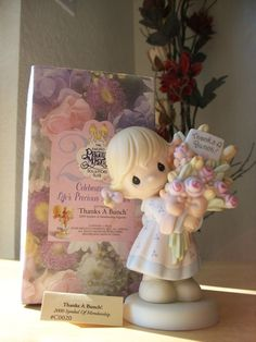 "1999 Precious Moments Collectors Club ""Thanks A Bunch"" Figurine - Friends, Friendship"