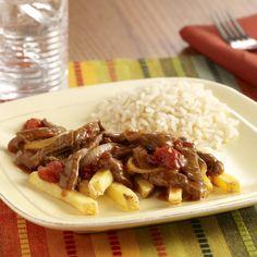 Lomo Saltado (Sauteed Beef Tenderloin )... Una receta clásica peruana con influencias asiáticas: lomo de res salteado con pimientos picantes amarillos, cebolla, ajo, tomates y salsa de soya
