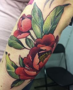 Beautiful shading and colors Rose Tattoos, Flower Tattoos, Body Art Tattoos, Sleeve Tattoos, Tattoo Henna, Tattoo You, Pretty Tattoos, Beautiful Tattoos, Peonies Tattoo
