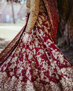 These Maroon Bridal Lehengas Are The New Bridal Color That You Must Consider. For more such bridal information, visit shaadiwish. Latest Bridal Lehenga, Lehenga Wedding, Desi Wedding, Lehenga Color Combinations, Maroon Skirt, Sabyasachi Bride, Bridal Looks, Blouse Designs, Ball Gowns