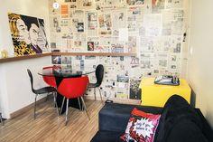 Junior Kadeshi e Juliana Ferraz - Casa Aberta adorei a ideia de uma parede de jornal