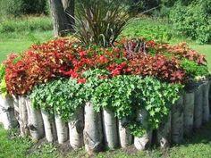 DIY Lawn Edging Ideas For Beautiful Landscaping: Garden Edging Ideas for flower beds Diy Garden Bed, Outdoor Garden Decor, Lawn And Garden, Raised Garden Beds, Garden Farm, Balcony Garden, Spring Garden, Raised Beds, Home And Garden