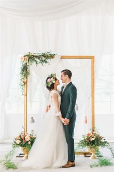 Rustic Weddings » 30 Unique and Breathtaking Wedding Backdrop Ideas » ❤️ More: http://www.weddinginclude.com/2017/05/unique-and-breathtaking-wedding-backdrop-ideas/ #weddingideas