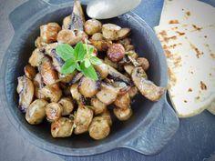 Bavorské klobásky se žampióny – Snědeno.cz Portobello, Risotto, Potatoes, Chicken, Meat, Vegetables, Potato, Vegetable Recipes, Veggies