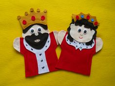 King & Queen hand Puppets. $9,99, via Etsy.
