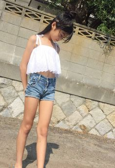 Pin on Cute girl outfits Preteen Girls Fashion, Tween Girls, Kids Girls, Girl Fashion, Beautiful Little Girls, Cute Little Girls, Beautiful Asian Girls, Cute Girl Dresses, Cute Girl Outfits