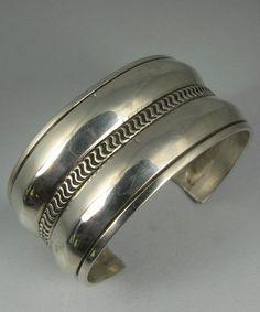 Vntg Navajo EDISON CUMMINGS Hvy Wide Slvr Repousse Bracelet