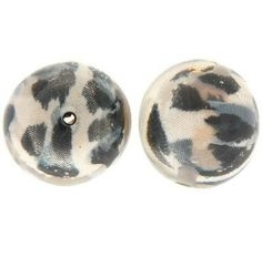 These 24mm beads have a black and white fabric encased in resin. They look great strung together with our fabric knot beads to create fun and funky statement piece jewellery #beads #acrylicbeads