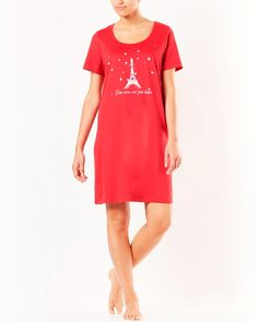 Taillissime Nattlinne Nattlinne från Taillissime i form av stor t-shirt med rund halsringning, kort ärm och tryck fram. Ren bomullstrikå. Längd 99 cm.
