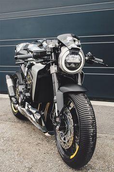 Honda by Gannet Design and Fuhrer Moto Cafe Racer Honda, Cafe Racer Bikes, Cafe Racer Motorcycle, Moto Bike, Motorcycle Design, Cafe Racers, Women Motorcycle, Motorcycle Helmets, Ducati