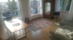 Home sweet home! Baumkantentisch mit antikem Schrank! Alt trifft neu.