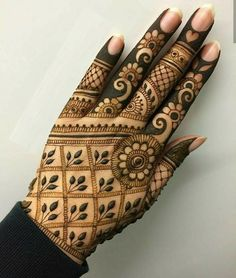 Mehndi henna designs are searchable by Pakistani women and girls. Women, girls and also kids apply henna on their hands, feet and also on neck to look more gorgeous and traditional. Henna Hand Designs, Henna Patterns Hand, Simple Henna Patterns, Mehndi Designs Finger, Basic Mehndi Designs, Mehndi Designs For Beginners, Mehndi Designs For Girls, Mehndi Designs For Fingers, Beautiful Henna Designs