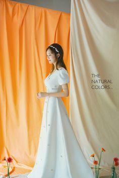 Pre Wedding Poses, Bridal Poses, Pre Wedding Photoshoot, Bridal Shoot, Korean Wedding Photography, Digital Photography, Minimalist Wedding Dresses, Engagement Dresses, Couple Outfits