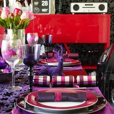 Create a dramatic purple and pink setting | Christmas decorating ideas | PHOTO GALLERY | Style at Home | Housetohome