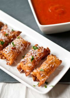 Crispy Wonton Mozzarella Sticks - Modern take on classic recipes! 22 updated recipes that will surely make you drool.  - See more at: http://www.lesbananas.us/#sthash.b67wbkoH.dpuf