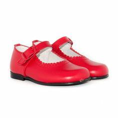 No te pierdas estas merceditas para niña en un precioso color rojo, a un precio ideal: http://www.minishoes.es/es/tienda/36-merceditas-piel-hebilla.html
