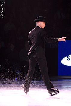Kurt Browning... this man is a genius... here he is figure skating in hockey skates!