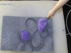 lampo e lana Tutorial zipper and felt not in english but you should be able to translate and the pictures alone are enough I believe.