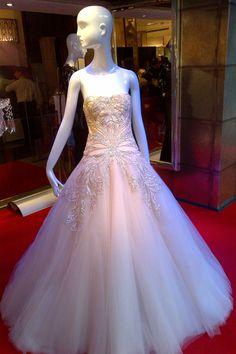 Marchesa - beautiful even if this girl is a bit stiff Super Cute Dresses, Pretty Dresses, Beautiful Dresses, Princess Wedding Dresses, Wedding Gowns, Gorgeous Wedding Dress, Dream Wedding, Wedding Stuff, Wedding Ideas