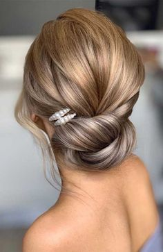 64 Chic updo hairstyles for wedding and any occasion - updo hairstyle for date night , wedding updo , bridal updo hairstyle Night Hairstyles, Veil Hairstyles, Elegant Hairstyles, Wedding Hairstyles, Updo Hairstyle, Hairstyle Ideas, Easy Hairstyles, Short Hair Updo, Short Wedding Hair