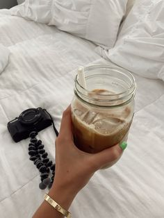 Iced Latte, Coffee Latte, Iced Coffee, Coffee Cups, Coffee Drinks, Coffee Break, Coffee Time, Morning Coffee, Coffee Photography