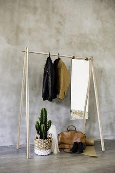 Garderobe Hongi auch in Natur. Mit oder ohne Spiegel. Ausgefallenes Design, ein Must Have für jede WG  #karup #danish#danishdesign #garderobe #scandi Scandi Chic, Wardrobe Rack, Inspiration, Furniture, Home Decor, Baby Born, Home, Minimalist Design, Ad Home