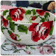 Marvelous Crochet A Shell Stitch Purse Bag Ideas. Wonderful Crochet A Shell Stitch Purse Bag Ideas. Crochet Quilt, Tapestry Crochet, Tunisian Crochet, Knit Crochet, Crochet Handbags, Crochet Clutch, Crochet Purses, Crochet Hooks, Loom Patterns