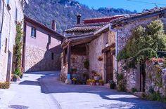 NACEDERO DEL UREDERRA, EN LA SIERRA DE URBASA  #NacederoUrederra  #TurismoNavarra  #NavarraNaturalmente  www.casaruralurbasa.com -  http://nacedero-rio-urederra.blogspot.com.es/  Nacedero Urederra