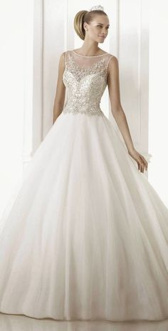 The iconic bridal fashion firm Pronovias has released their 2015 collections and we couldn't be more thrilled. Year after year, this Spanish designer house delivers a plethora of amazing wedding dresses and, to be honest,