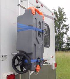 How to expand an RV black water tank when boondocking with a portable waste tank. Tips to fill and empty a black water expansion tank. 5th Wheel Travel Trailers, Best Travel Trailers, Travel Trailer Camping, Rv Trailers, Rv Camping, Camping Guide, Camping Ideas, Family Road Trips, Black Water