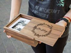 Anniversary Gift Ideas For Him Discover Wood Memory Box - Engraved Wedding Photo Box Storage - Print Proof Box - Photography Presentation Box Wooden Photo Box, Photo On Wood, Wooden Memory Box, Wood Gift Box, Wood Gifts, Photographer Packaging, Gravure Laser, Wine Gift Baskets, Basket Gift