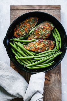 I cannot express with words how much my family and I loved this Chimichurri Chicken Green Beans Skillet. It's far from boring and this sauce is just heaven. Great dish for weeknight dinners! Healthy Chicken Recipes, Lunch Recipes, Healthy Dinner Recipes, Free Recipes, Chicken Meals, Paleo Recipes, Chimichurri Chicken, Chicken Green Beans, Clean Eating