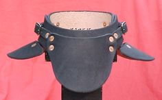 Free leathercraft pattern. - La Bricoleuse - Armor Projects #1: tooled bracers, leather gorget