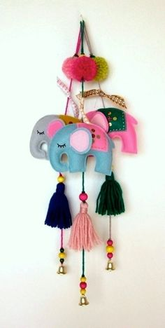 pretty little things, .Cute elephant mobiles made in camel also need wool and pebbles. Home Crafts, Diy And Crafts, Crafts For Kids, Arts And Crafts, Felt Diy, Felt Crafts, Paper Crafts, Diy Projects To Try, Sewing Projects