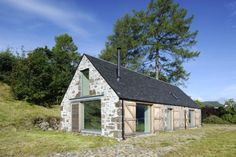 Leachachan Barn with an enviable shoreline location on the banks of Loch Duich. A holiday cottage with superb views and an interior with quite a wow factor Barn Conversion Exterior, Barn House Conversion, Barn Conversions, Stone Barns, Stone Houses, Converted Barn Homes, Barn Renovation, House Blueprints, Cottage Interiors