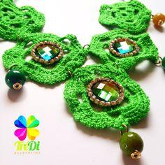Collar Verde elaborado a mano tejido Crochet y Soutache de cristal