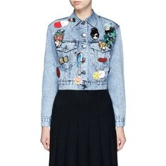 Alice + Olivia 'Chloe' patch embellished cropped denim jacket (15,770 MXN) ❤ liked on Polyvore featuring outerwear, jackets, blue, cropped jean jacket, denim jacket, embellished jackets, blue cropped jacket and blue cotton jacket