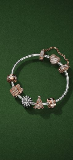 Adorn your wrist with sparkling Christmas charms in PANDORA Rose, our unique blush metal blend. Add a touch of sterling silver to mix up your festive look.