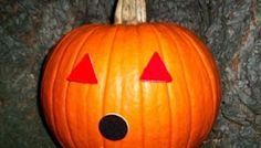 My favorite jack-o-lantern idea is to stick velcro stickers to the pumpkin and then mix and match felt shapes as the eyes and mouth. It's simple, there's no carving involved and the best part is you can change your design throughout the season! Fun Fall Activities, Creative Activities, Halloween Kids, Halloween Crafts, 4 Kids, Cool Kids, Projects For Kids, Crafts For Kids, Sensory Games